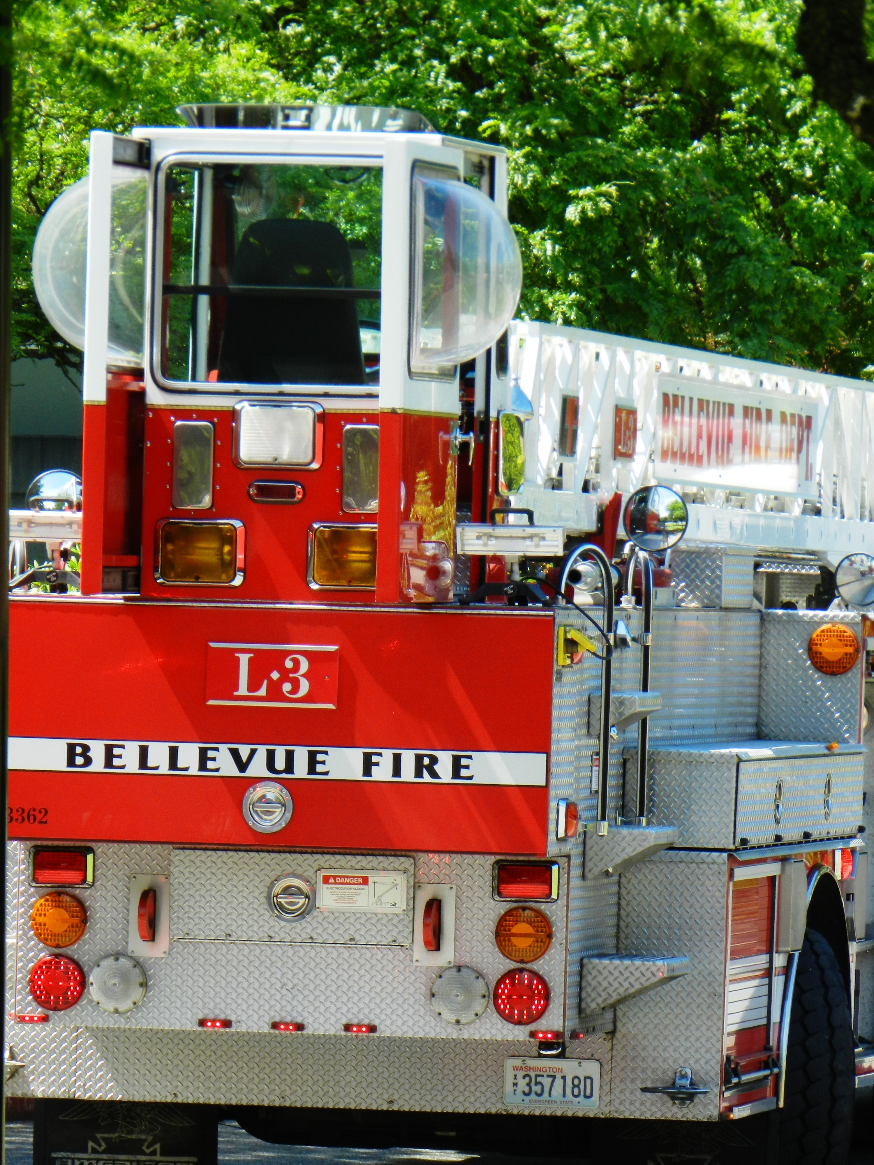 Bellevue (WA) Fire Ladder 3 at a small structure fire.