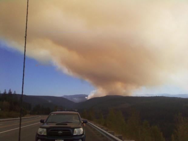 View seen from Hwy 224, approximately 4 miles from Estacada [Photo Courtesy: inciweb]